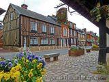 Đẹp ngỡ ngàng làng hoa nước Pháp